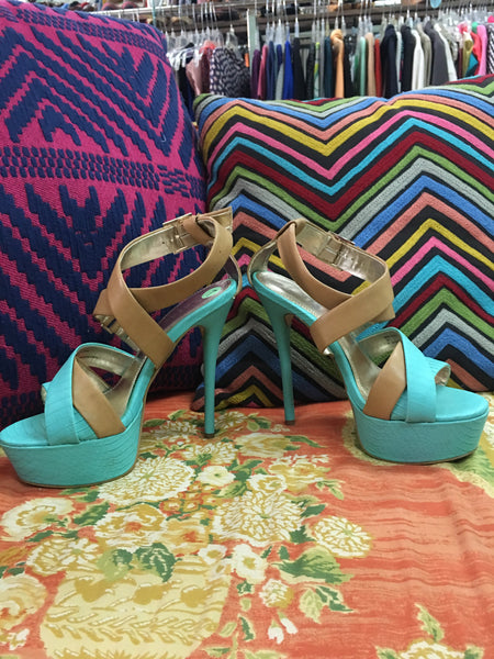 BAKERS teal and tan platform stilettos sz 7