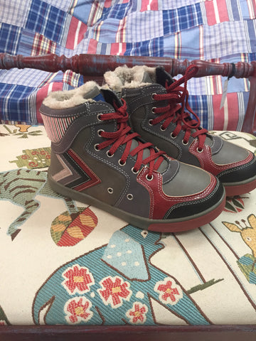 GO fur lined hi-tops boys sz 3 - NEW