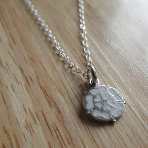 White rose necklace 10mm