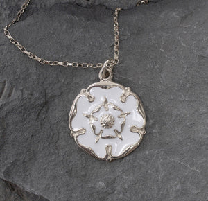 White rose necklace 27mm