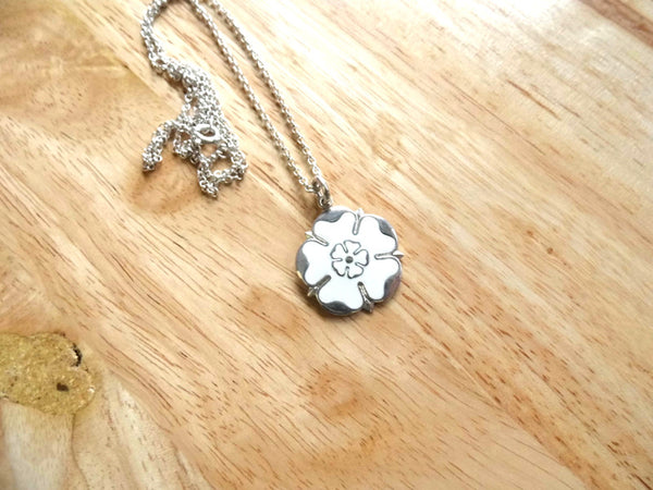White rose necklace 23mm