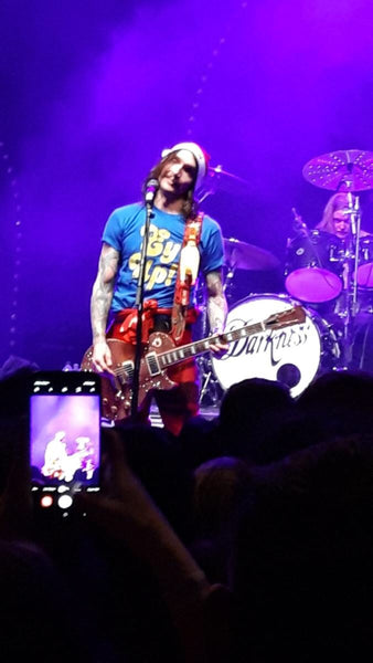 Justin Hawkins wearing an Ey Up t-shirt, The Darkness live at York Barbican