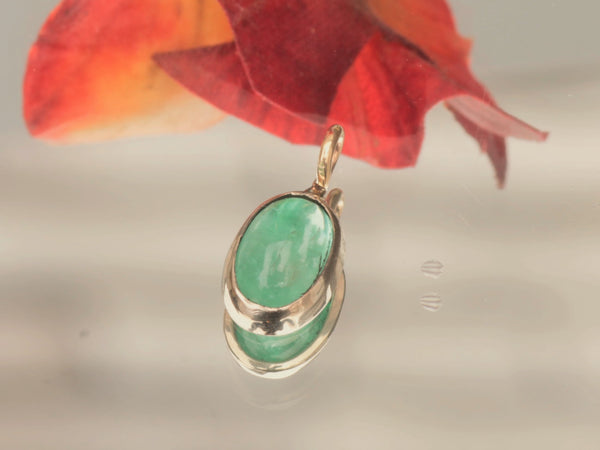 1.36ct Emerald Cabochon Pendant In 14k Gold