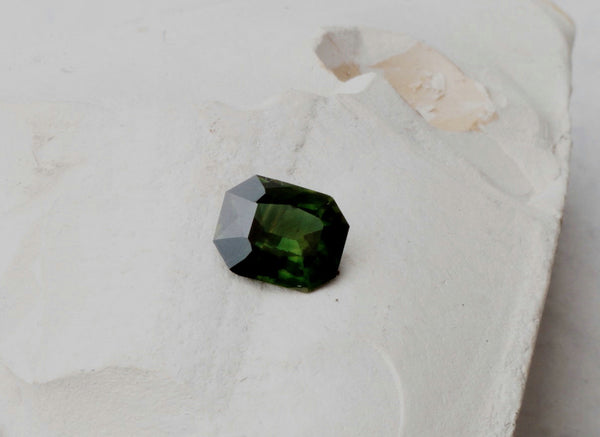 Green Sapphire Emerald Cut 2.65 Carats Fine Gemstone Jewelry Ring or Engagement Ring September Birthstone Loose Gemstone
