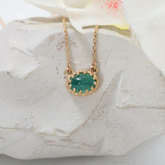 vintage style emerald necklace