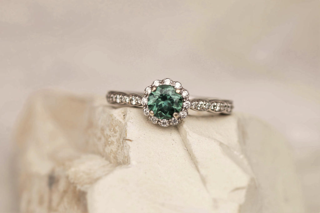 ideas engagement rings design s mounting of ring blue light green sapphire shimmery lighting