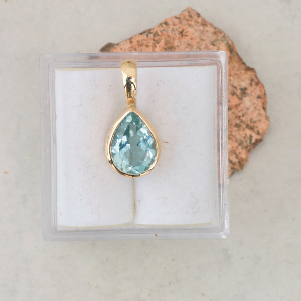 Pear Shaped Aquamarine and 14k Gold Handmade Pendant