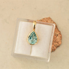 march birthstone aquamarine pendant