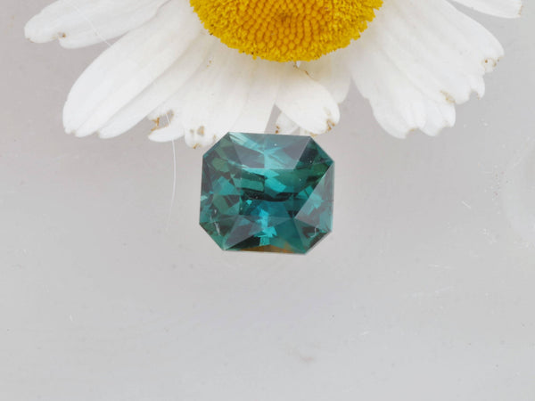 loose blue green sapphire
