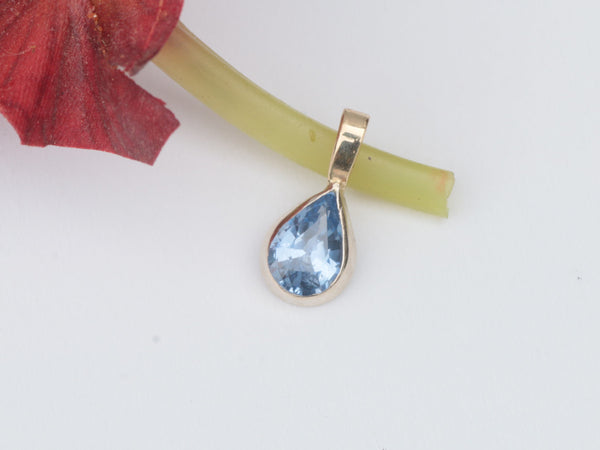 Blue Sapphire Pendant in 14k Yellow Gold made with 1.12ct Blue Sapphire