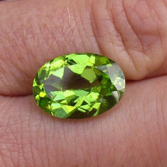 natural peridot oval shape