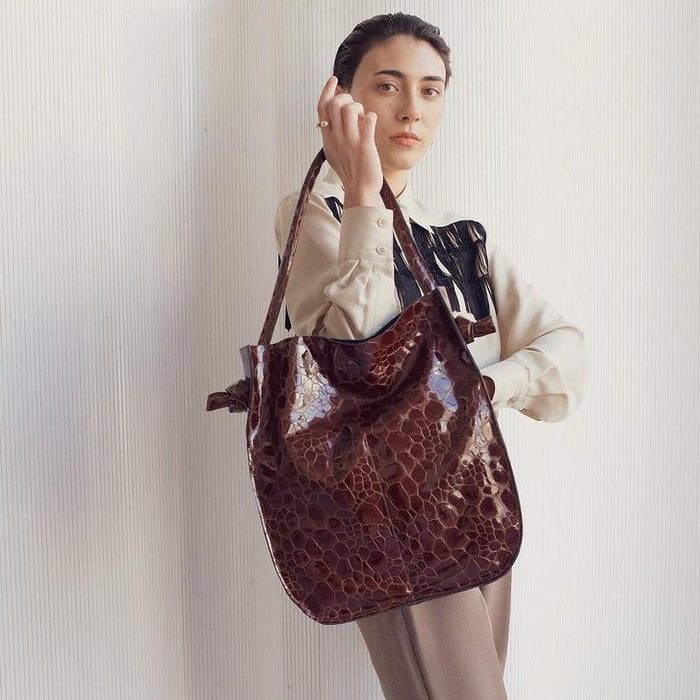 Hannah Emile: Noeud Tote in Oxblood Croc