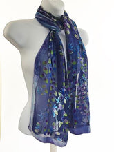 Load image into Gallery viewer, Velvet Scarf with Willows Pattern in Purple.
