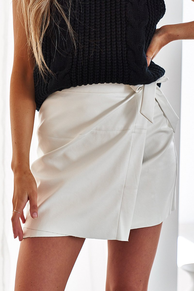 SPICE FAUX LEATHER WRAP SKIRT - WHITE