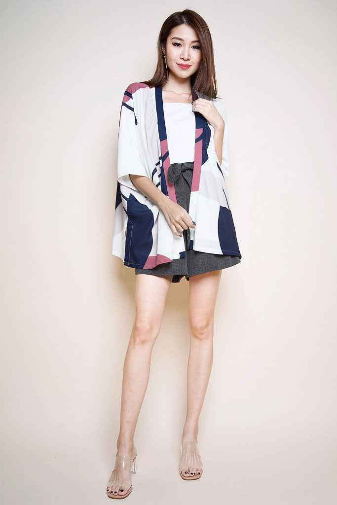 Presley Abstract Kimono Outer - White [S/M]