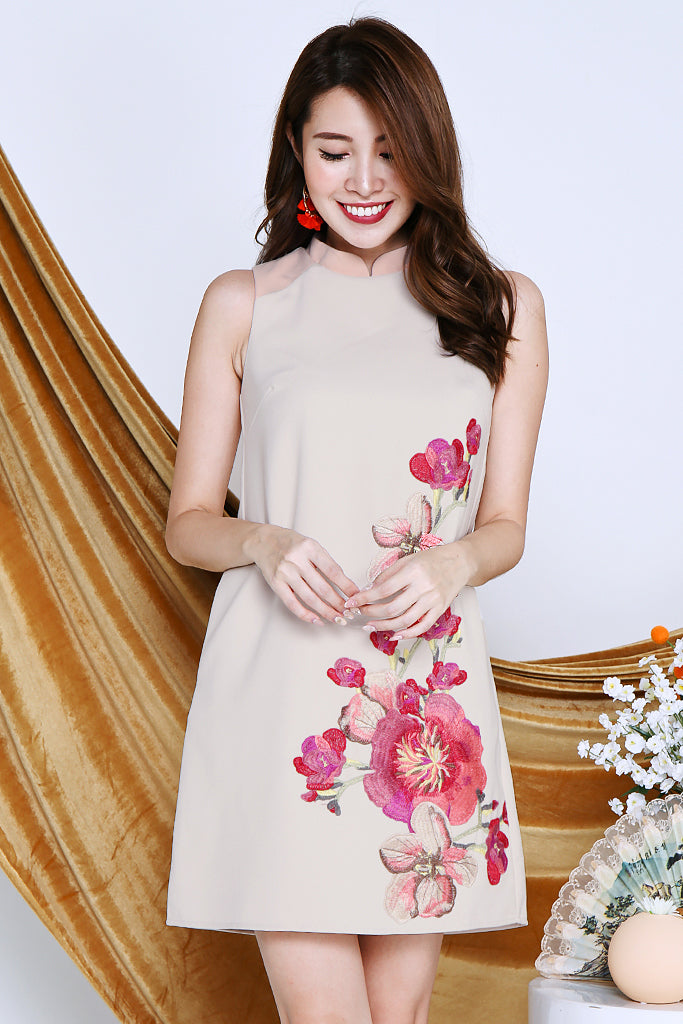 Yun Floral Embroidered Detachable Collar Dress - Beige / Peach [S/M/L/XL]