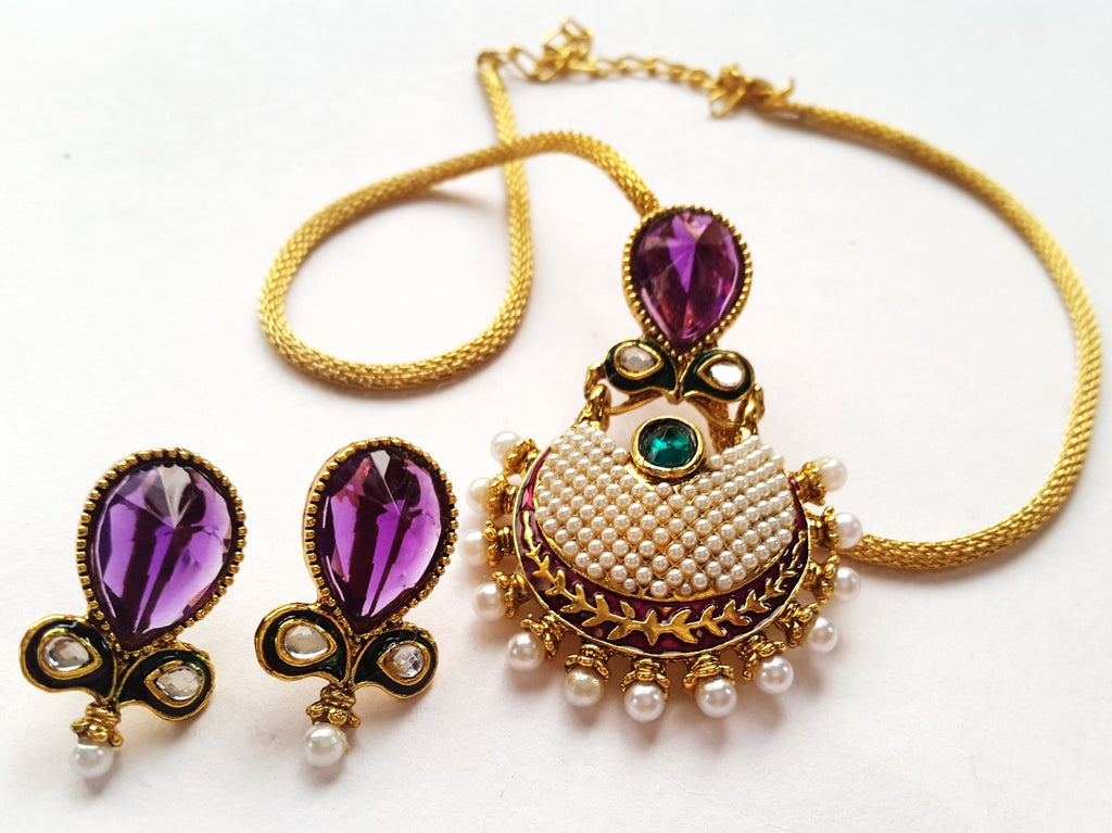 Difference between polki kundan jewelry all you wanted to know polki jewelry consists of real diamonds these natural precious stones in their unfinished forms are used to craft polki jewelry diamonds straight from the aloadofball Choice Image