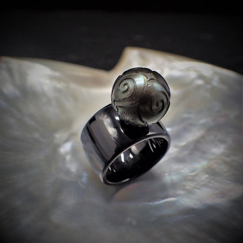 Tattoo Pearl Black Ceramic Ring