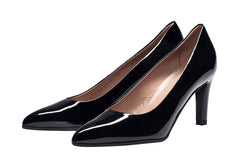 Point toe black patent leather ladies court shoes. Louise M fashion trend style and comfort.