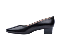 Made in Italy. Black low heel ladies shoes. Leather upper and rubber sole. Leather lined.
