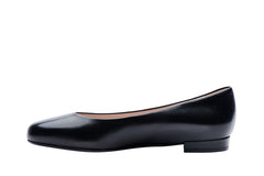 1.5cm covered heel in black leather for women. Corporate wear and fashion clothing