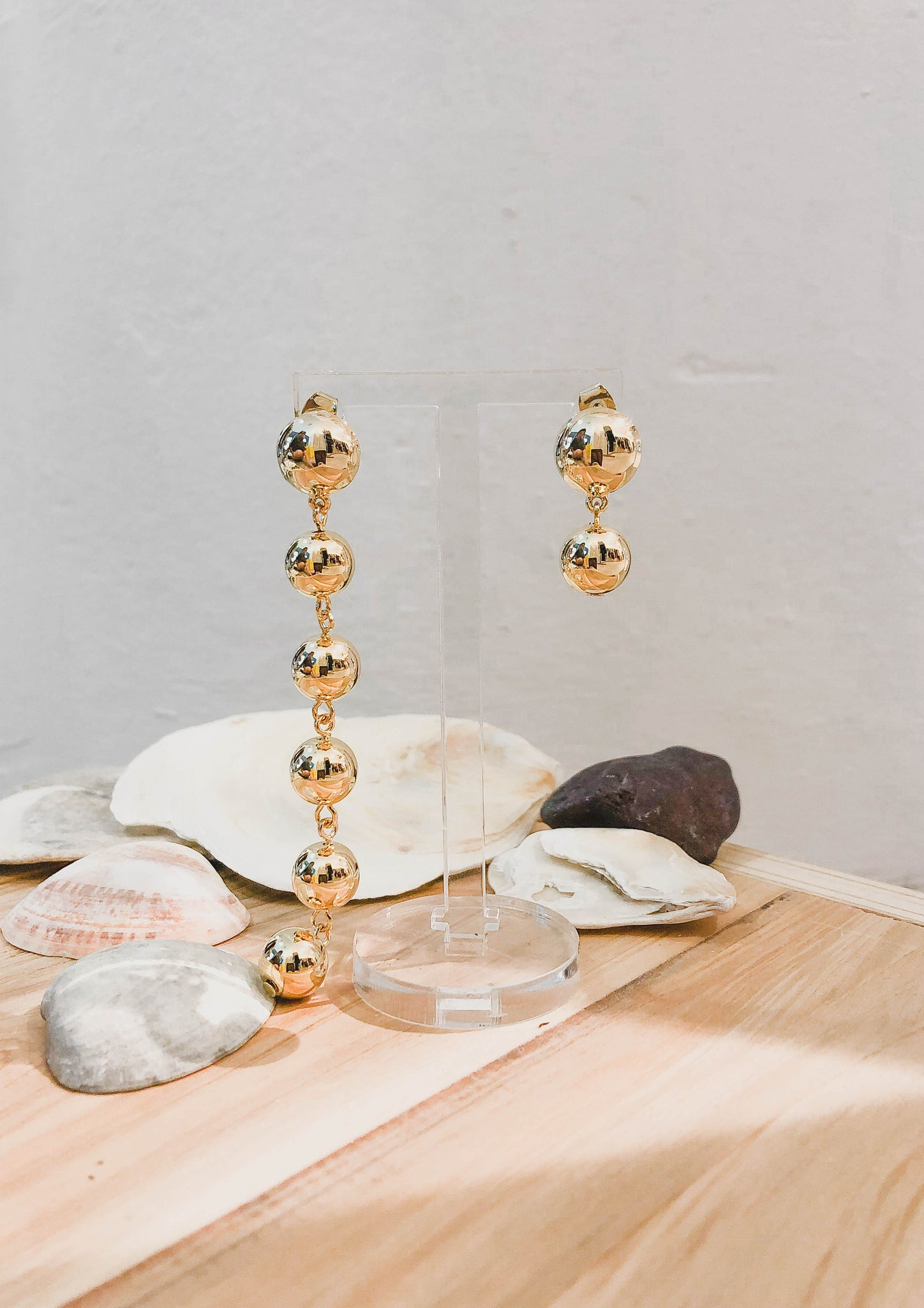 Asymmetrical Pearl Drop Earrings (Gold) - Moxie