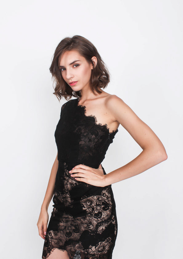 Everly Lace Toga Dress (Black) - Moxie