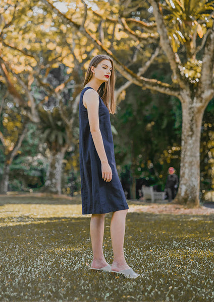 Sienna Sleeveless Shift Dress (Navy) - Moxie