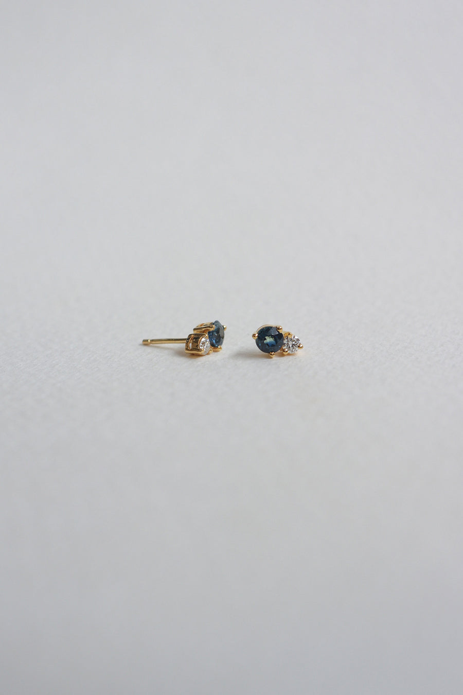 Duo Earstuds - Blue Parti Sapphire and Diamonds in 18k Gold