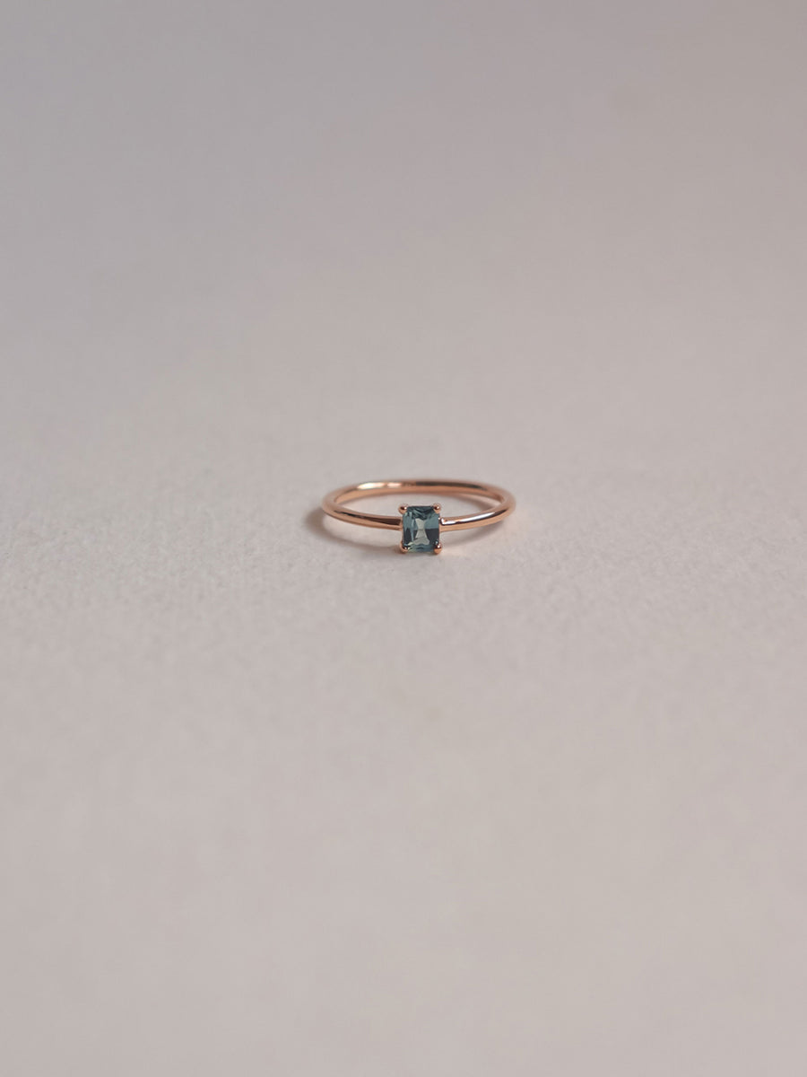 One-of-a-Kind En pointe Ring - Parti Sapphire in 18k Rose Gold