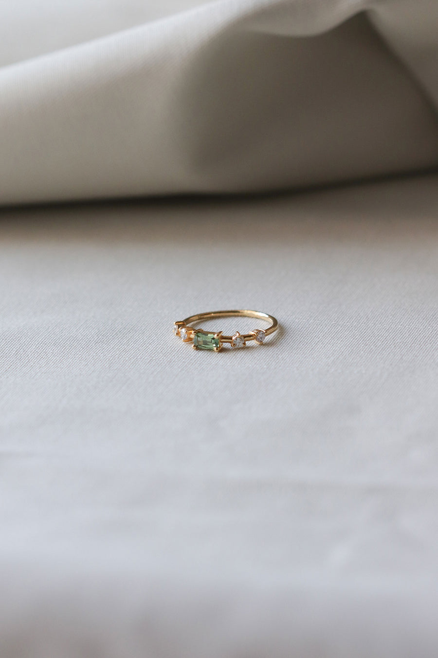 The Horizon Ring - Green Parti Sapphire and Diamonds in 18k Gold