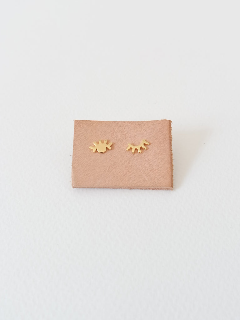 PLAIN - Eye Wink Earstuds - Gold / Silver