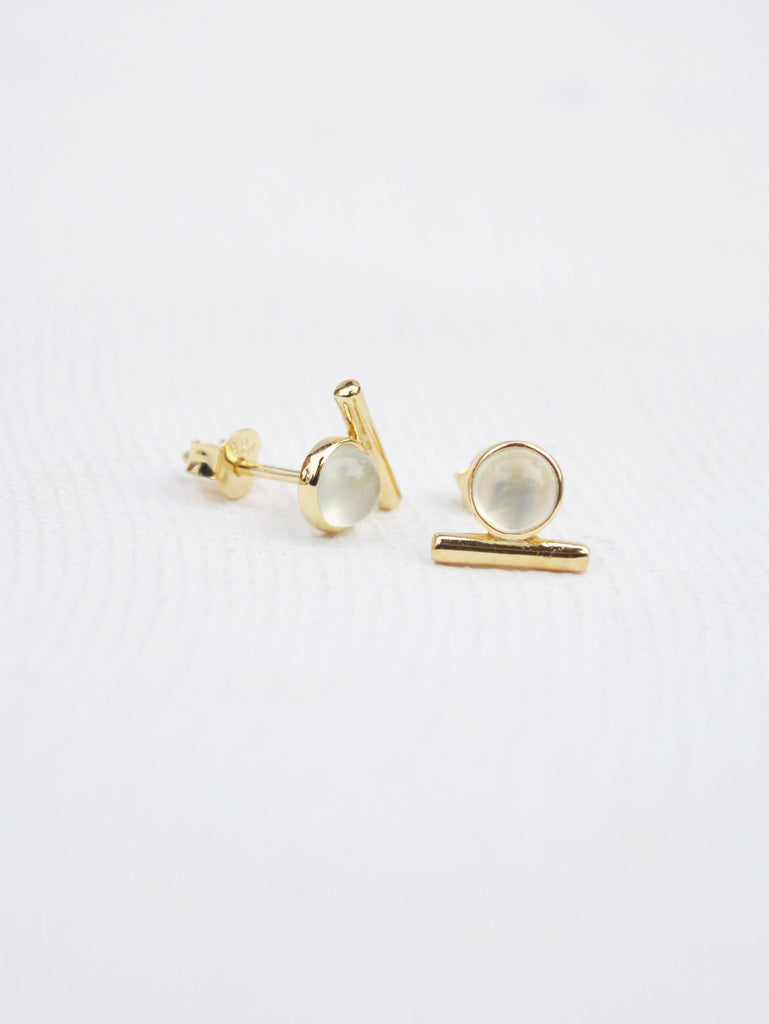 Bar Earstuds - Chalcedony in Gold