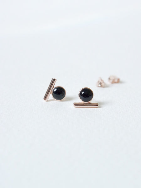 Bar Earstuds - Black Onyx in Rose Gold