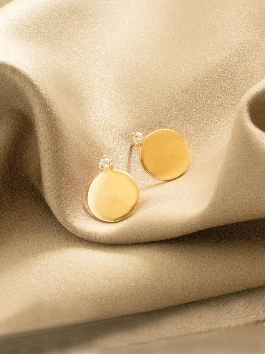Gabi Earstuds - Round Disc with White Topaz in Gold
