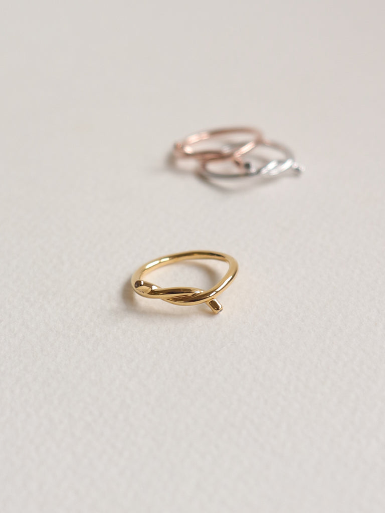 Knot Ring - White Topaz in Gold