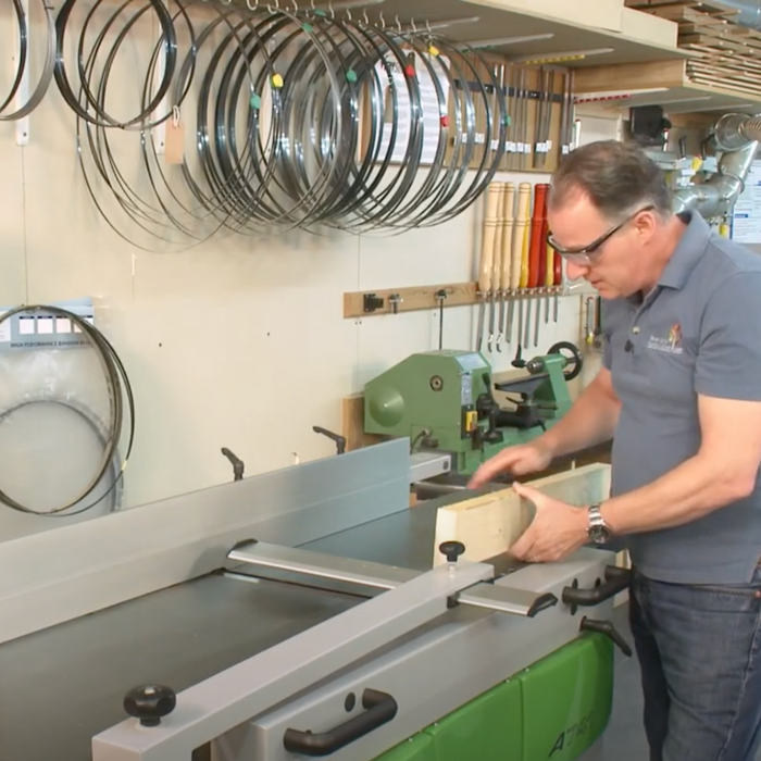 How to put a face side safely on timber using a jointer