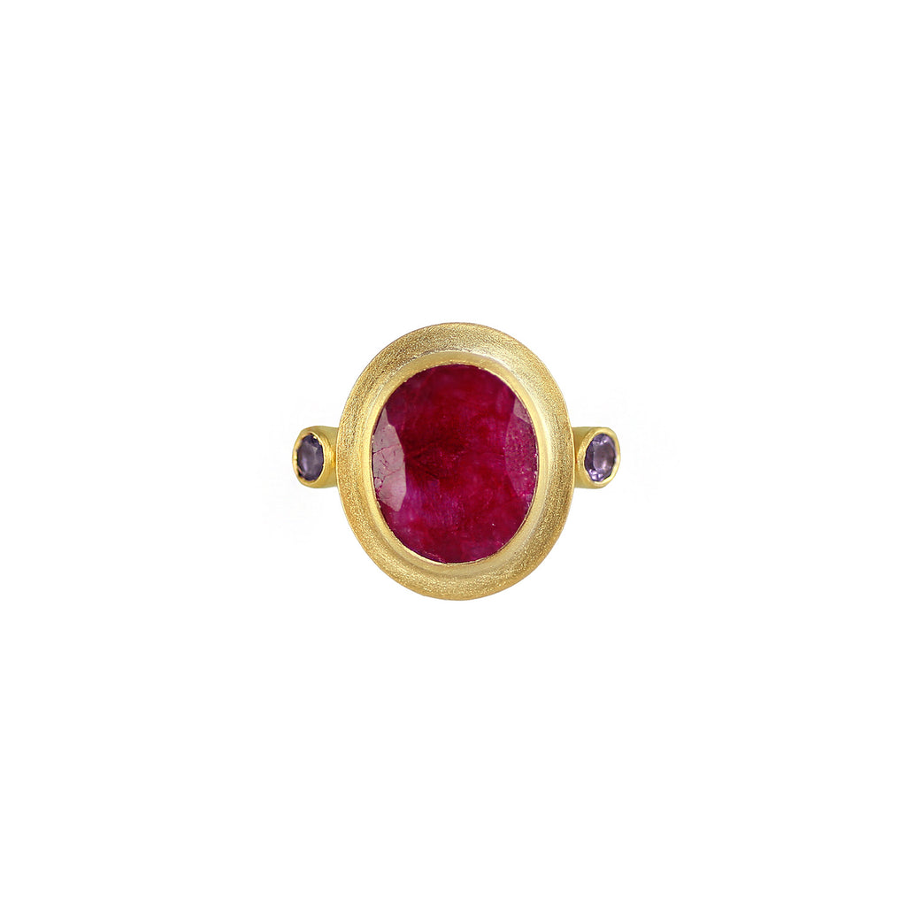 A beautiful deep red pink rubellite stone is the centrepiece of this ring.