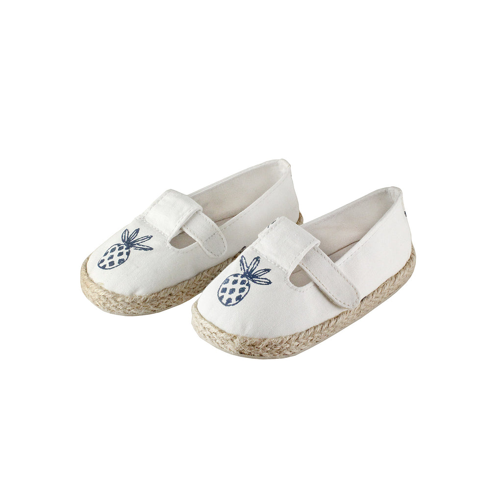 The best summer shoes for kids out there. Mini espadrilles with a cute pineapple print.