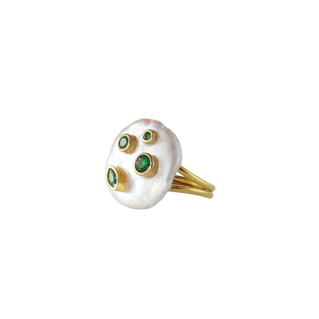 Coin pearl ring with gold plated and green onyx stone set on it