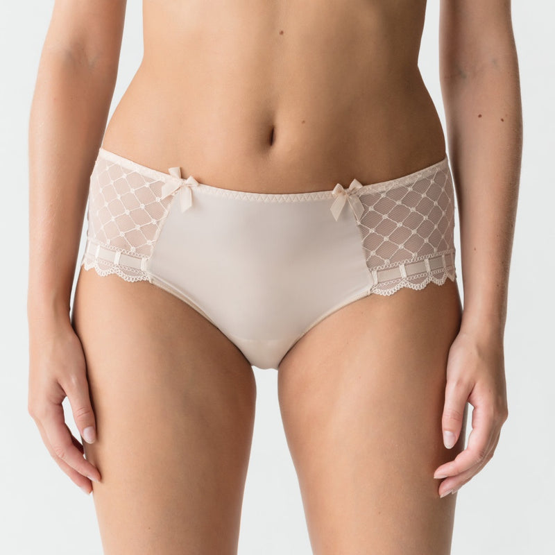 A La Folie Short Brief