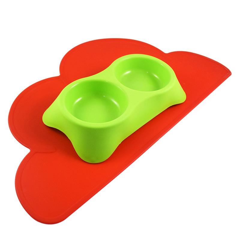 1 Piece Flower Shape Rubber Feeding Mat for Dogs 47x27cm Anti Slip Silicone Feeding Food Mat for Cats Colors Randomly