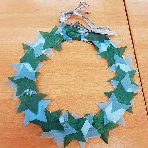 cover the wreath with stars