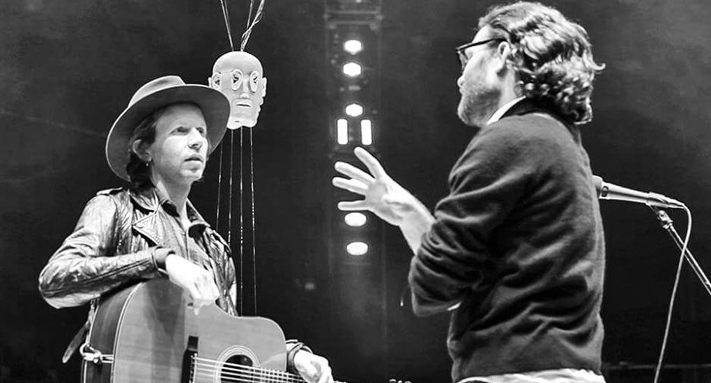 Image of singer-songwriter Beck speaking with producer Chris Milk