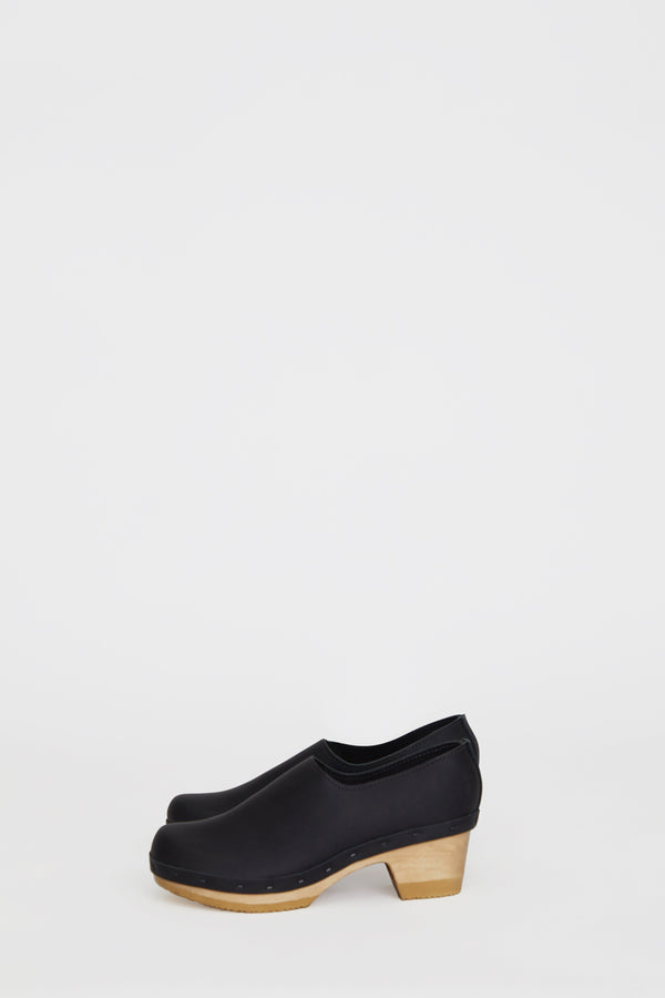 No.6 Ashby Closed Back Clog on Mid Heel in Black
