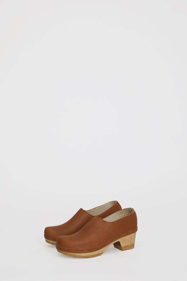 Image of No.6 Ashby Closed Back Clog on Mid Heel in Palomino