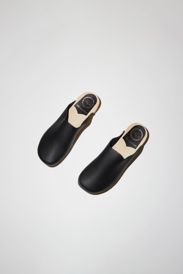 Image of No.6 Contour Clog on Flat Base in Black