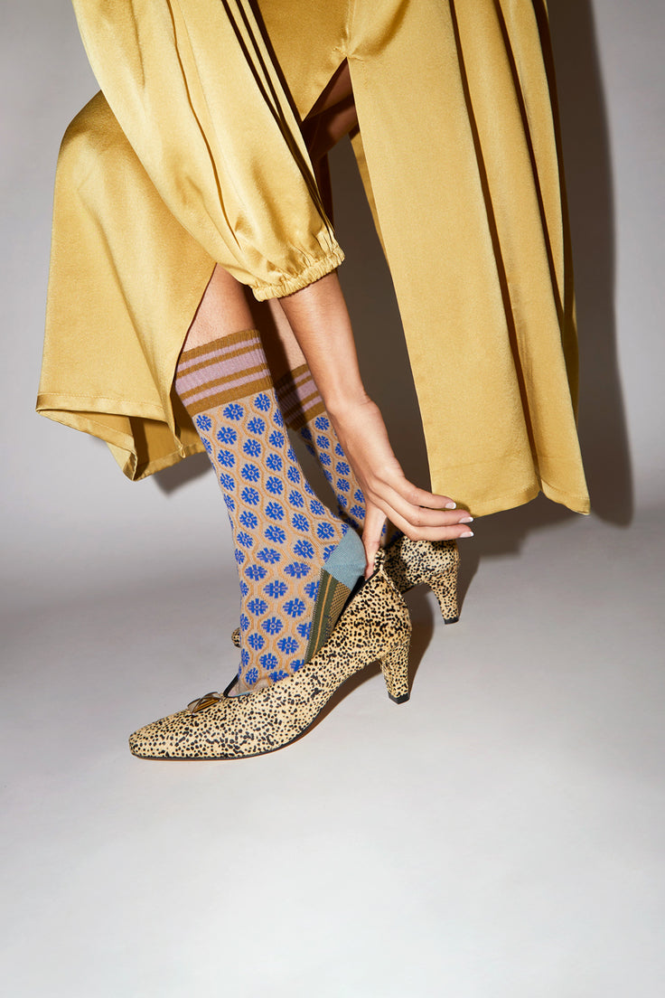 Image of Exquisite J Flower Socks in Beige and Blue