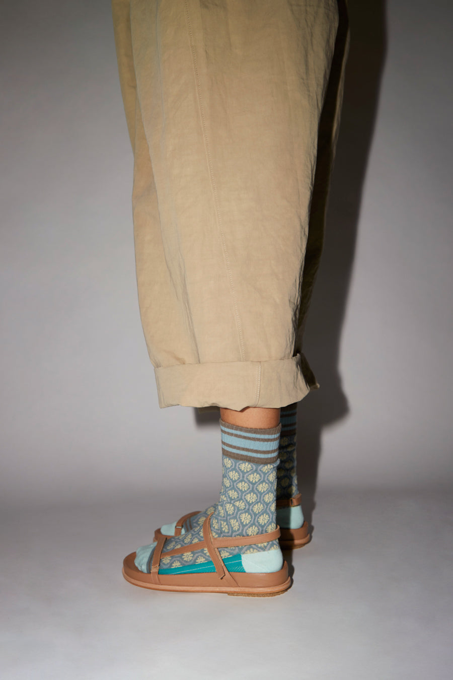 Exquisite J Flower Socks in Grey and Cream