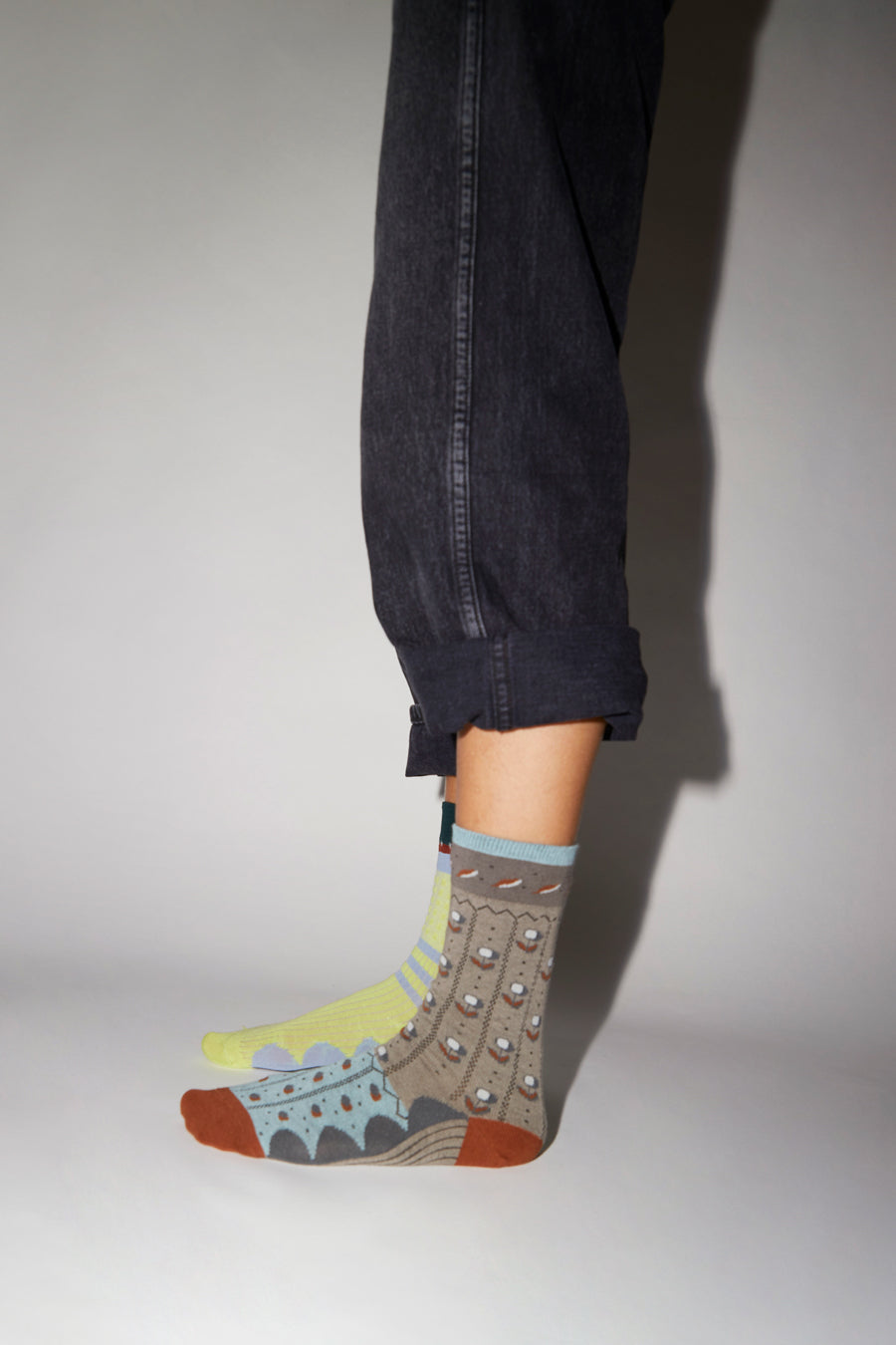 Exquisite J Tulip Socks in Grey